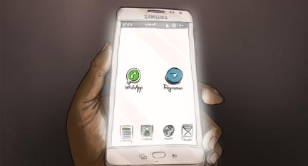 Illustration: Nahaufnahme eines Smartphones mit vorinstallierten Messenger-Diensten